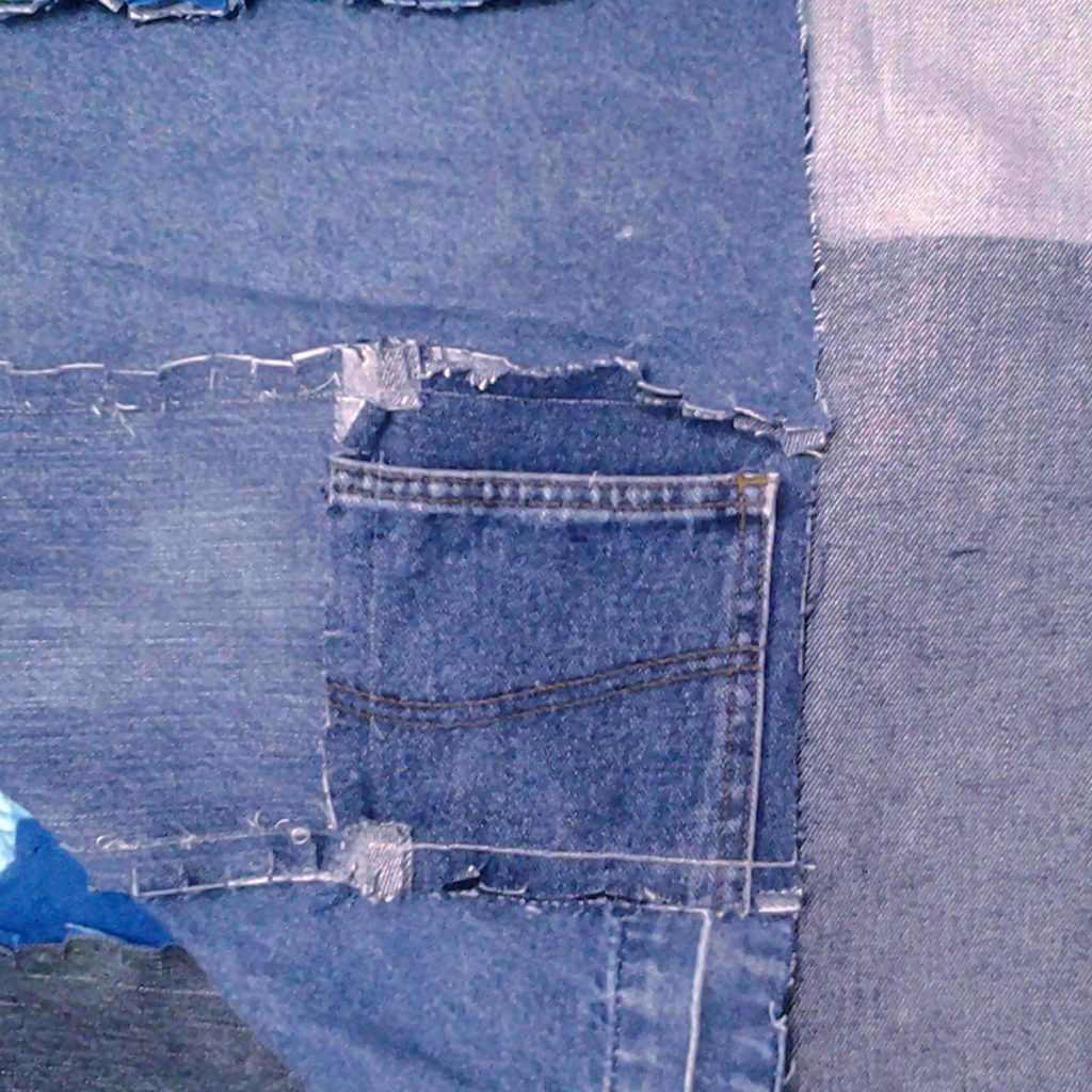 Photo of Suggested tips for adding pockets to a blue jean rag quilt