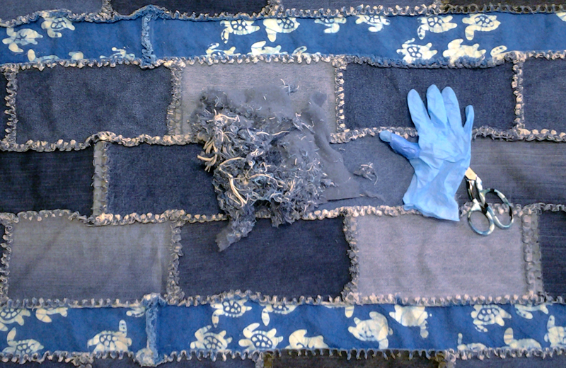 Photo of Suggested tips for clipping a blue jean rag quilt
