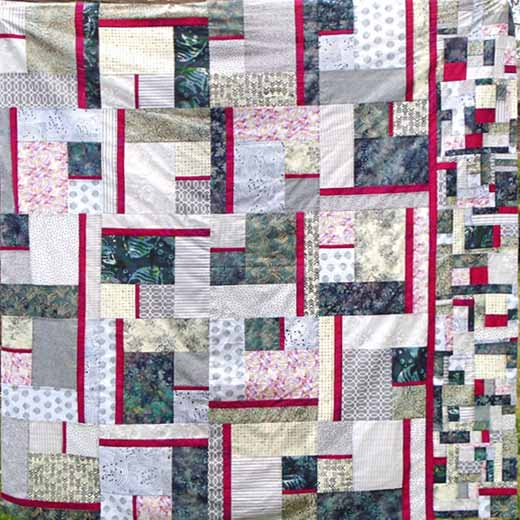 photo of gray and fuchsia modern fat quarter quilt with improv border